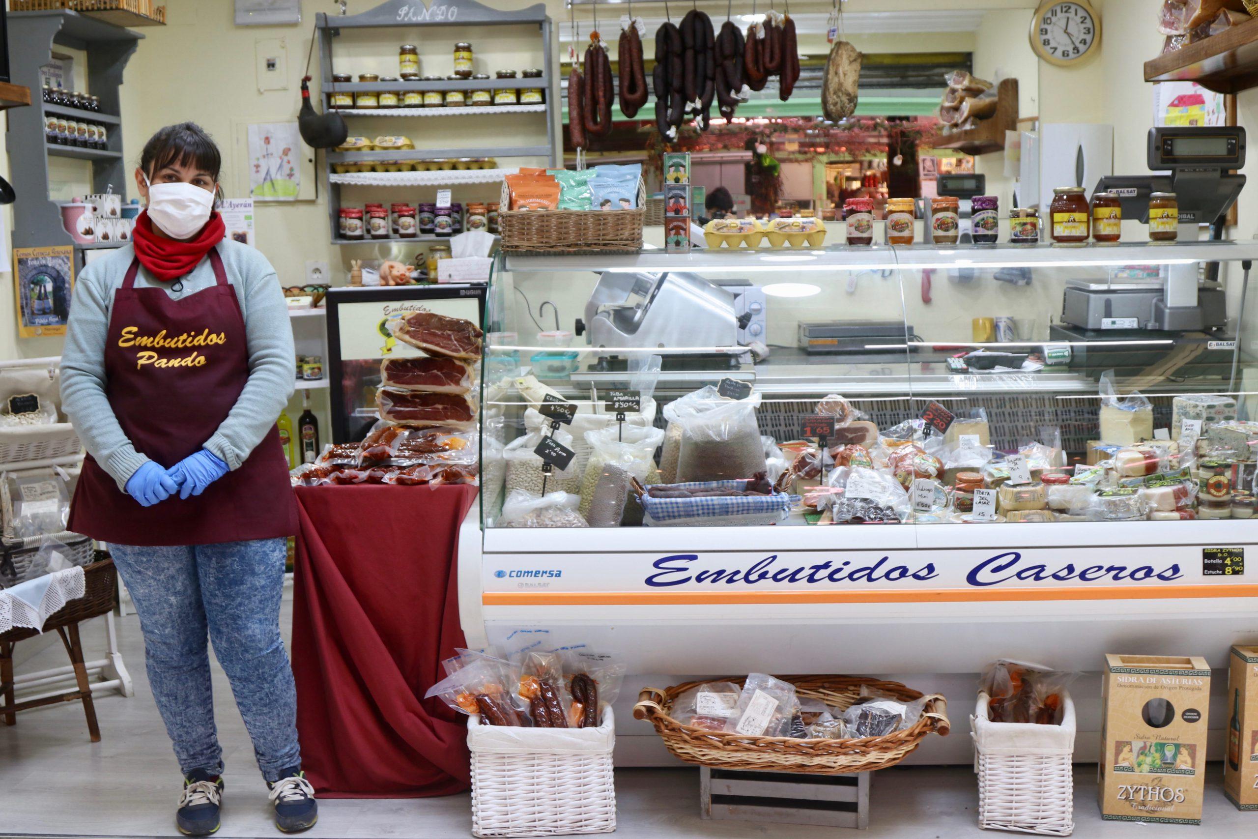 Embutidos Pando en el mercado El Fontán en Oviedo
