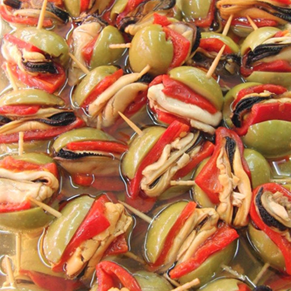 Puestos de encurtidos en Mercado El Fontán