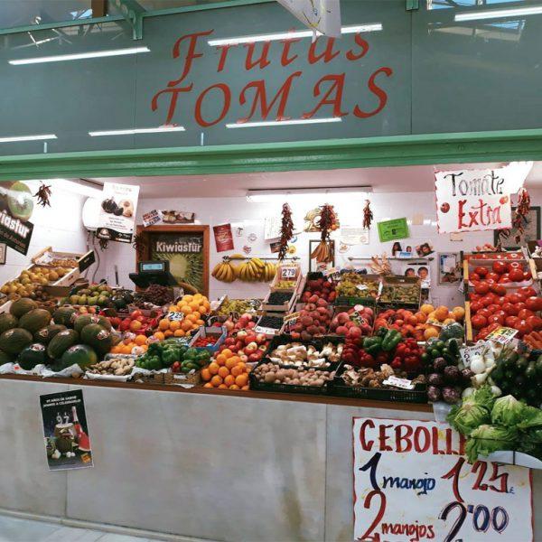 Frutería Tomás en el mercado El Fontán